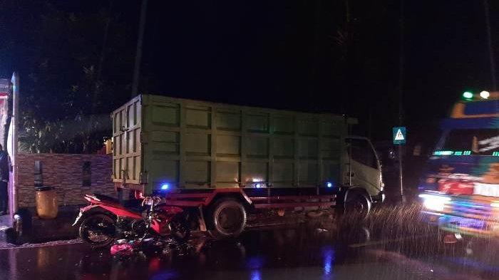 Guyuran Hujan dan Minimnya Penerangan Pemicu Kecelakaan Lalu Lintas yang Dialami Saparudin