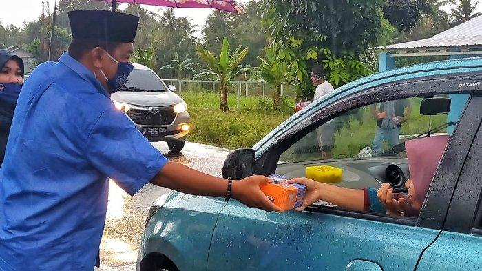 DPD Nasdem Kabupaten Bangka Bagi-bagi Takjil