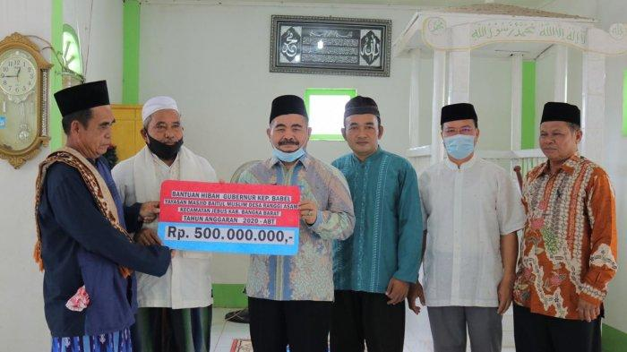 Pemprov Bangka Belitung Serahkan Bantuan ke Masjid Baitul Muslim Desa Ranggi Asam