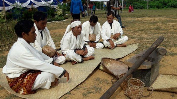 Tradisi Murok Jerami Hadir Kembali di Desa Namang