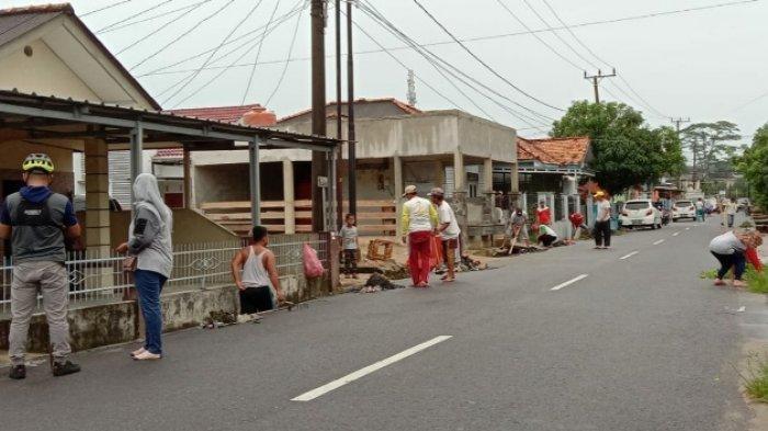 Cegah Banjir saat Musim Hujan, Warga Kelurahan Opas Indah Gotong Royong Guna Jaga Lingkungan