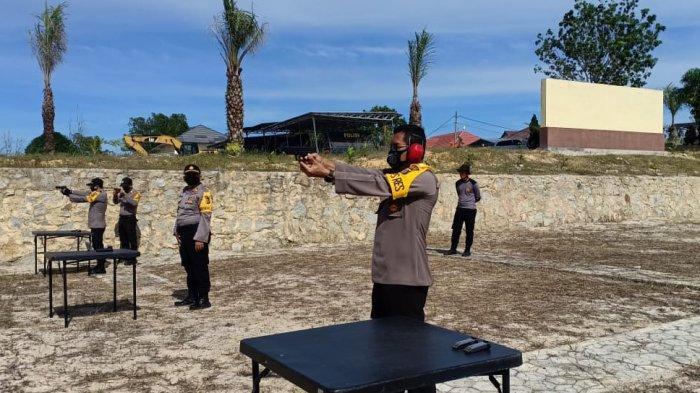 Kepiawaian Personel Polres Bangka Bangka Barat Diuji Dalam Kejuaraan Menembak HUT ke-74 Bhayangkara
