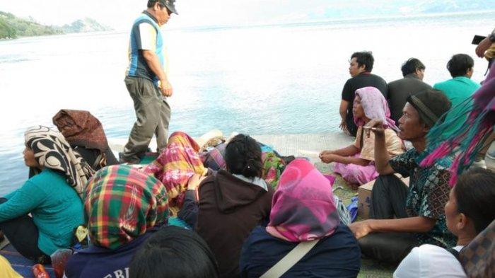 Tim SAR Temukan Helm, Sandal, dan Pelampung Bermunculan di Danau Toba