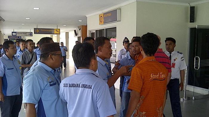Keributan di Bandara H AS Hanandjoeddin, Jidat Budi Berdarah