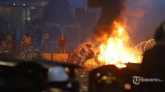 2 Pedagang yang Kiosnya Dibakar Saat Rusuh 22 Mei Tak Menyangka Dibantu Presiden Jokowi