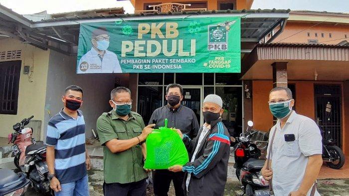 DPW PKB Babel Peduli Masyarakat Dampak Covid-19, Bagikan 5.000 Paket Sembako