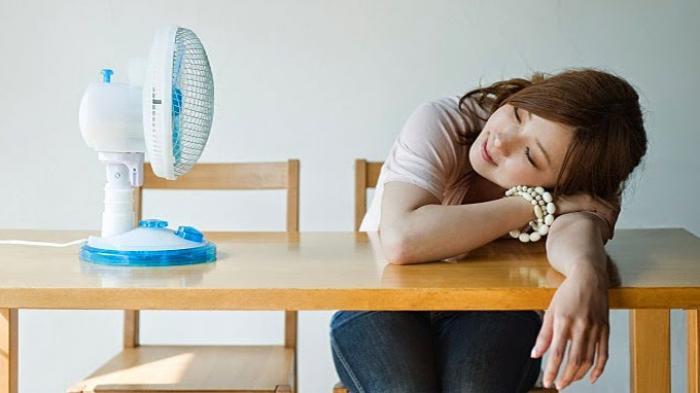 Bahaya Tidur dengan Kipas Angin Bagi Kesehatan, Bisa Menimbulkan Alergi dan Kram Otot