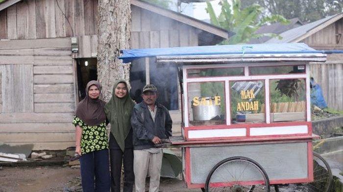 Cerita Suami-Istri Penjual Sate Padang Kuliahkan Anak Mereka Hingga ke Perguruan Tinggi