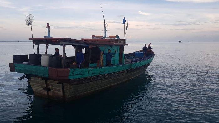 KM Intan 12 yang diamankan oleh Dit Polairud Polda Kepulauan Bangka Belitung hendak menyelundupkan pasir timah Senin (2/11/2020).