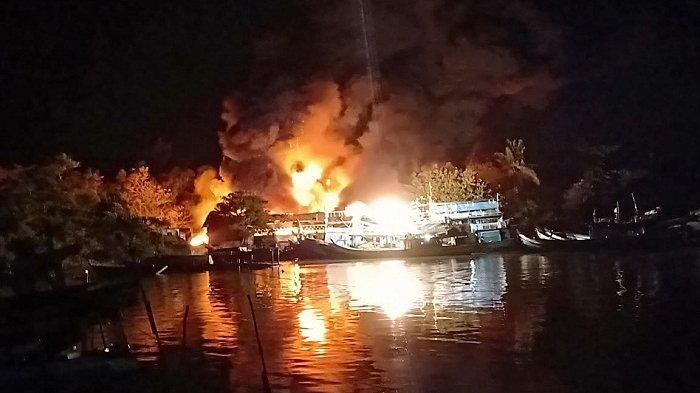Kebakaran Gudang Pendingin Ikan di Tanjungpendam, Kesaksian Nelayan Mendengar Suara Seperti Hujan
