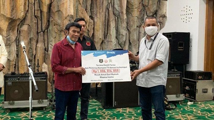KompasTV Salurkan Hasil Donasi Konser Amal Rhoma Irama