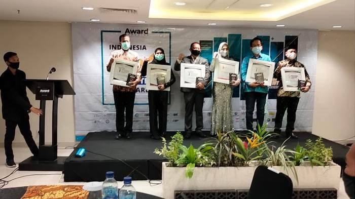 Ketua KONI KabupatenBangka, Mercy Yudha menerima award (penghargaan) dari Indonesia Award Magazine di Hotel Santika Primer Yogyakarta pada tanggal 16 Oktober 2020 lalu.