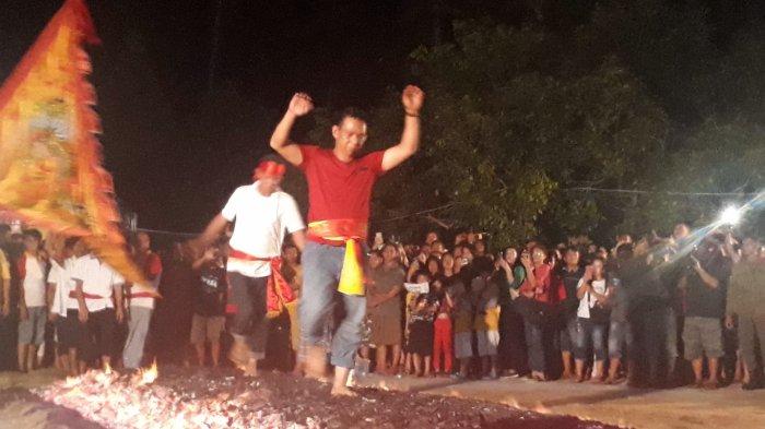 Tradisi Koposan,  Berjalan di Atas Bara Api, Membakar Sifat-sifat Buruk