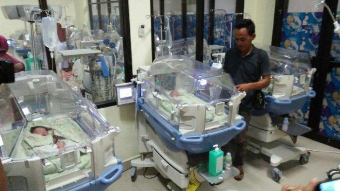 Gempa Palu - Ibu Hamil Tua Ini Melahirkan Bayi Kembar 3 saat Mengungsi di Makassar