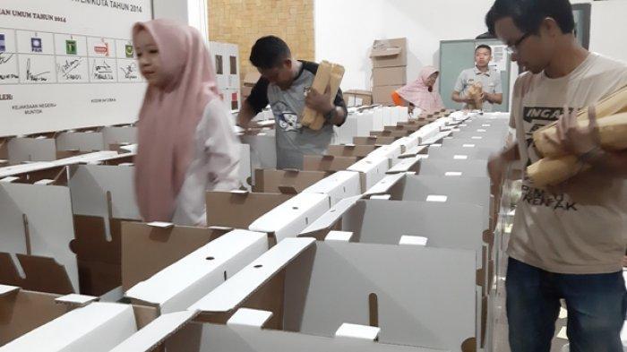 KPU Bangka Barat Mulai Packing Logistik Pemilu ke Kotak