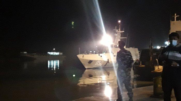 Kapal Tenggelam, Lima Orang Terombang-ambing Hanya Pakai Satu Pelampung, Begini Nasib Mereka