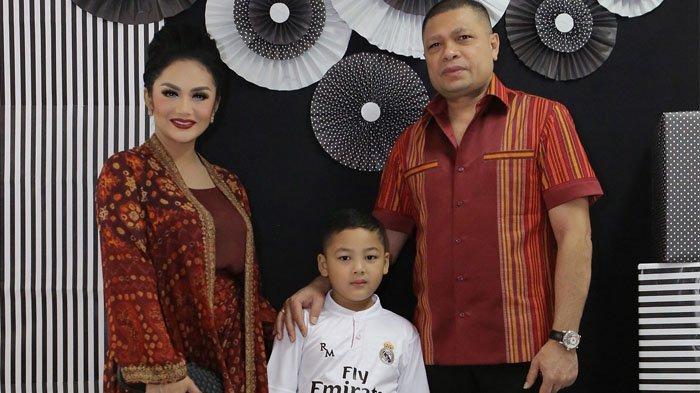Krisdayanti Sedih Ungkap Halangan Raul Lemos Tak Bisa Kumpul Keluarga saat Lebaran Nanti