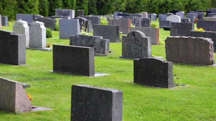 Kisah Pengemudi Xenia Diajak Pria Tua ke Rumah, Saat Bangun Pagi-pagi Ternyata Tidur di Kuburan