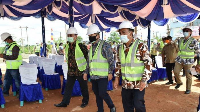 Menteri Suharso Tinjau Proyek Pembangunan Embung Konservasi Kolong Mempaya