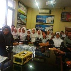 Siswa dan Guru SMPN 1 Simpangteritip Bertubi-tubi Bertanya Tentang Dunia Jurnalistik
