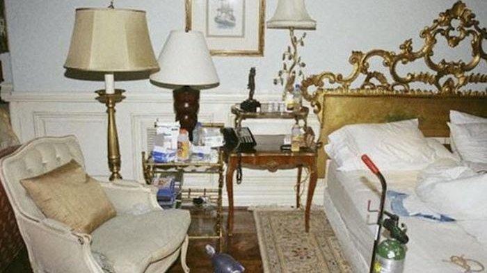 7 Barang-barang Menyeramkan ini Dijual Mahal, Termasuk Kursi Michael Jackson Ini