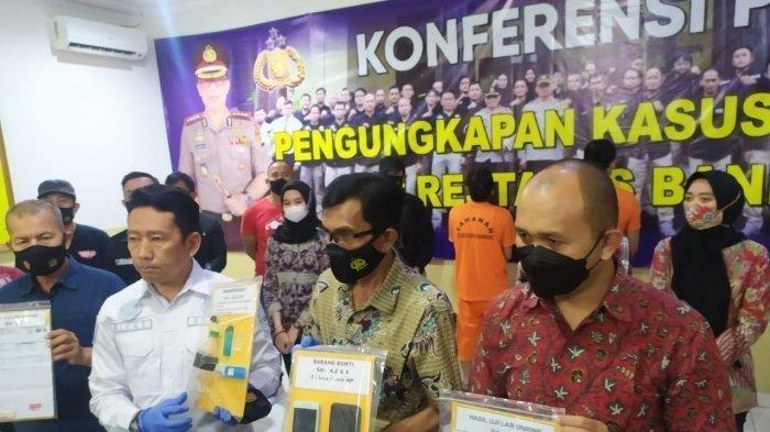 Lama Tak Ada Kabar, Vokalis Kapten Ahmad Zaki Ditangkap Polisi karena Kasus Narkoba - Barang bukti yang didapat polisi dari penangkapan Ahmad Zaki, vokalis band Kapten.
