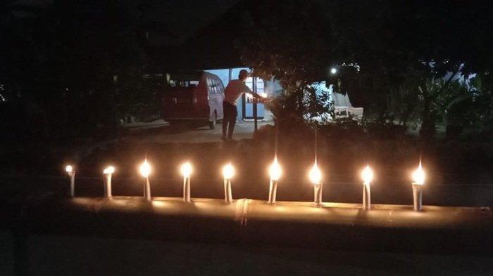 Warga Kampung Opas Meriahkan Penghujung Ramadan dengan Memasang Lampu Likur