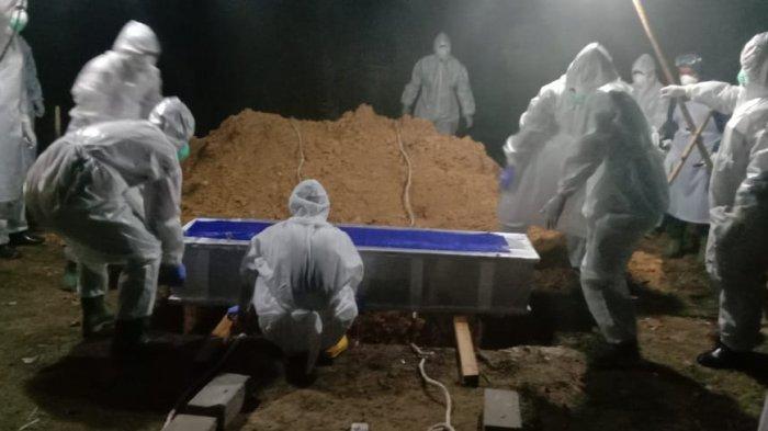 TNI AL Pimpin Prosesi Pemakaman Jenazah Terindikasi Covid-19 di Jebus, Bangka Barat