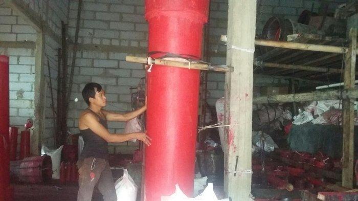 Inilah Pabrik Pembuatan Lilin Imlek di Bogor, Produksi Lilin Setinggi 3 Meter