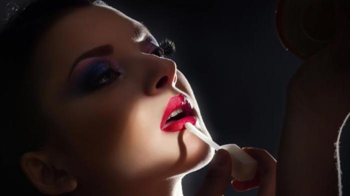 Suami Ketahuan Simpan Lipstik di Mobil, Istri Dapati Hal yang Tak Terduga