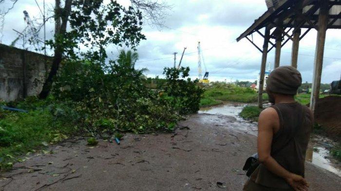 Puting Beliung Terbangkan Atap Gudang di Pelabuhan Pangkalbalam
