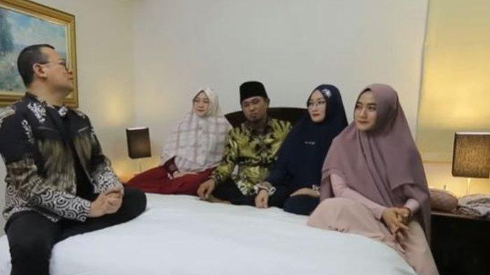Lora Fadil dan ketiga istrinya saat berbincang dengan Alvin