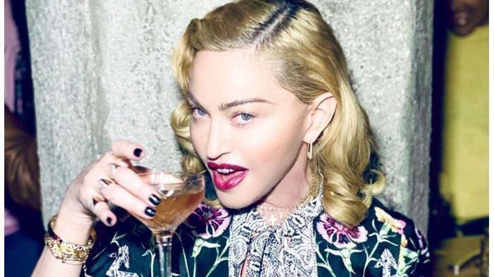Di Usia 61 Tahun, Madonna Posting Foto Setengah Telanjang di Media Sosialnya
