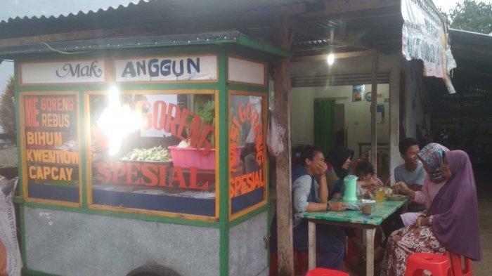 Nasi Goreng dan Mie Goreng Paling Favorit, Warung Mak Anggun di Desa Payung