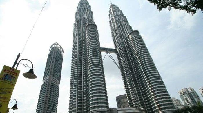 Menara Kembar Petronas di Kuala Lumpur, Malaysia, salah satu ikon di negara tersebut.