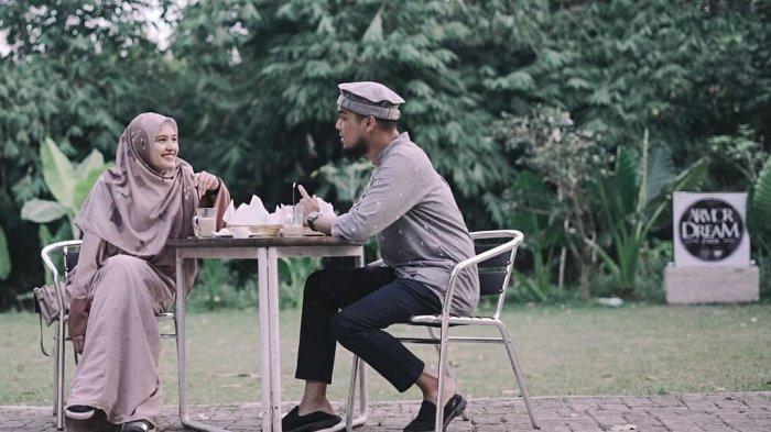 Padahal Dulu Musuh Bebuyutan, Kini Jadi Suami Istri yang Kompak Berhijrah Bersama