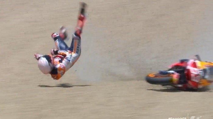 Marc Marquez terjatuh saat balapan MotoGP Spanyol di Sirkuit Jerez, Minggu (19/7/2020). (Dok. Twitter MotoGP)