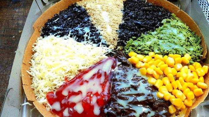 Maknyus, Martabak Pizza Markopapi Ada 8 Toping Bebas Pilih