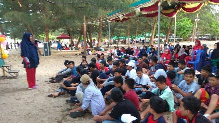 SDN 10 Pangkalpinang Lepas 104 Siswa di Pantai Tikus Emas
