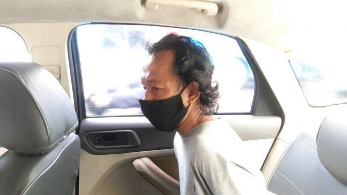 Marzuki Pelaku pelecehan seksual terhadap jemaah perempuan di Musala Al-Amin saat digelandang ke Mapolrestro Jakarta Timur, Jumat (4/6/2021).