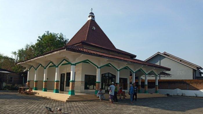 Sebuah Masjid di Sukoharjo ini Mendadak Viral, Ada Plakat akan Dilelang Bank, Begini Penjelasannya