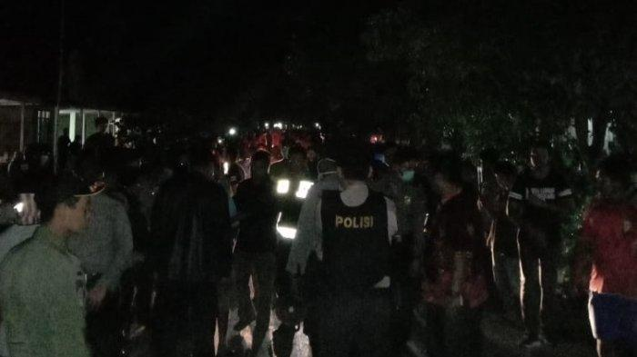 BREAKING NEWS- Massa Dikabarkan Datangi Kades Perlang Tuntut Aktivitas Tongkang Pasir Berhenti