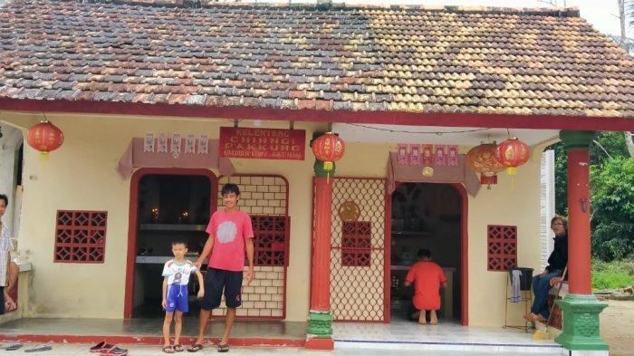 Warga Tionghoa Sungailiat Gelar Tradisi Sembahyang Rebut Secara Sederhana