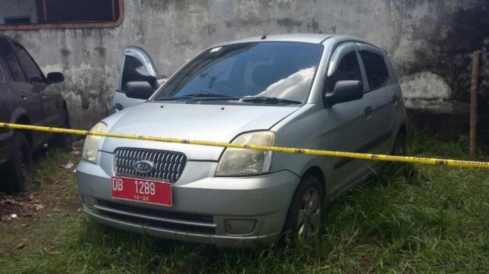 Mayat Wanita Dipenuhi Belatung Tergeletak di dalam Mobil Dinas