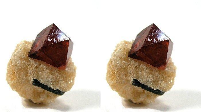 Memahami Apa Itu Zirkon, Mineral di Bangka Belitung yang Pengirimannya ke China Menuai Polemik - Zirkon adalah batu mineral dengan beberapa macam warna. Dengan rumus kimia ZrSiO4 (zirkonium silikat), bobot jenis 4-4,8, kekerasan 7-7,5, mempunyai kemampuan mendispersikan cahaya sehingga kelihatan berkilauan yang hanya kalah dari kilauan intan.