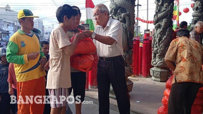 Kelenteng Fuk Tet Che Bagikan 350 Paket Sembako Pada Masyarakat Kurang Mampu
