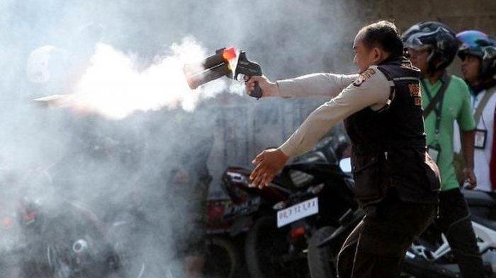 Digunakan Untuk Membubarkan Massa, Ini Cara Kerja dan Akibatnya Jika Terkena Gas Air Mata
