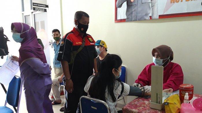 Polres Pangkalpinang bekerjasama dengan Dinas Kesehatan Kota Pangkalpinang, menggelar vaksinasi covid-19 gratis, di Klinik Kesehatan Polres Pangkalpinang, Jumat (11/6/2021)