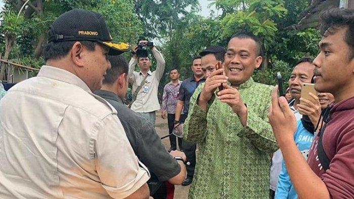 Prabowo Naik Motor Kunjungi Perumahan Kemhan dan Kopassus