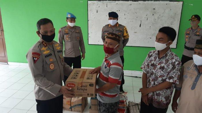 Anak Panti yang Baru Bangun Tidur Didatangi Kapolda Bangka Belitung